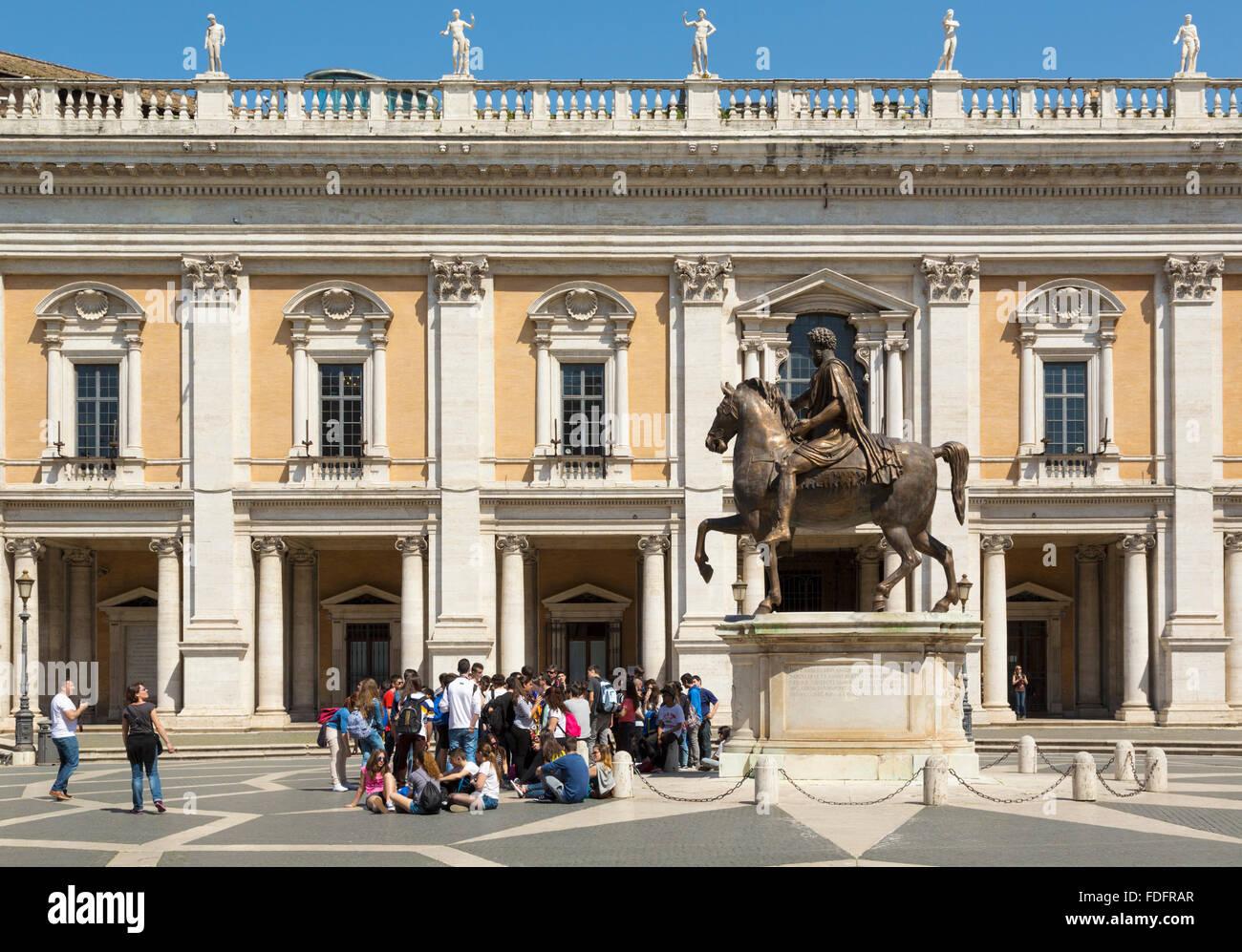 Rome, Italie. Piazza del Campidoglio, avec copie de la statue équestre de Marc-Aurèle. Photo Stock