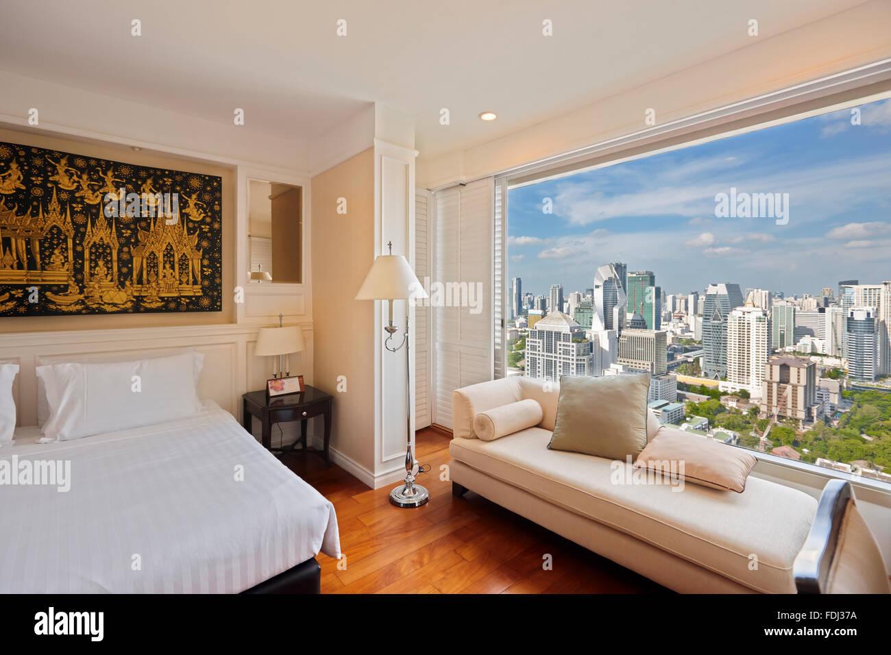 Chambre avec vue sur la ville dans la Grande Centre Point Hotel Ratchadamri. Bangkok, Thaïlande. Photo Stock
