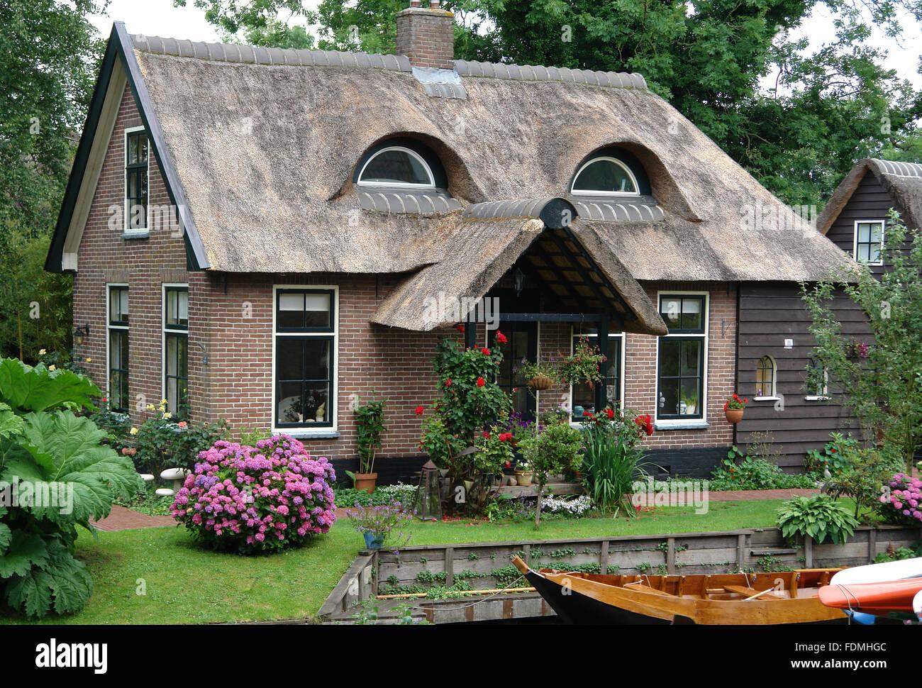 Chambre,un toit de chaume Banque D'Images