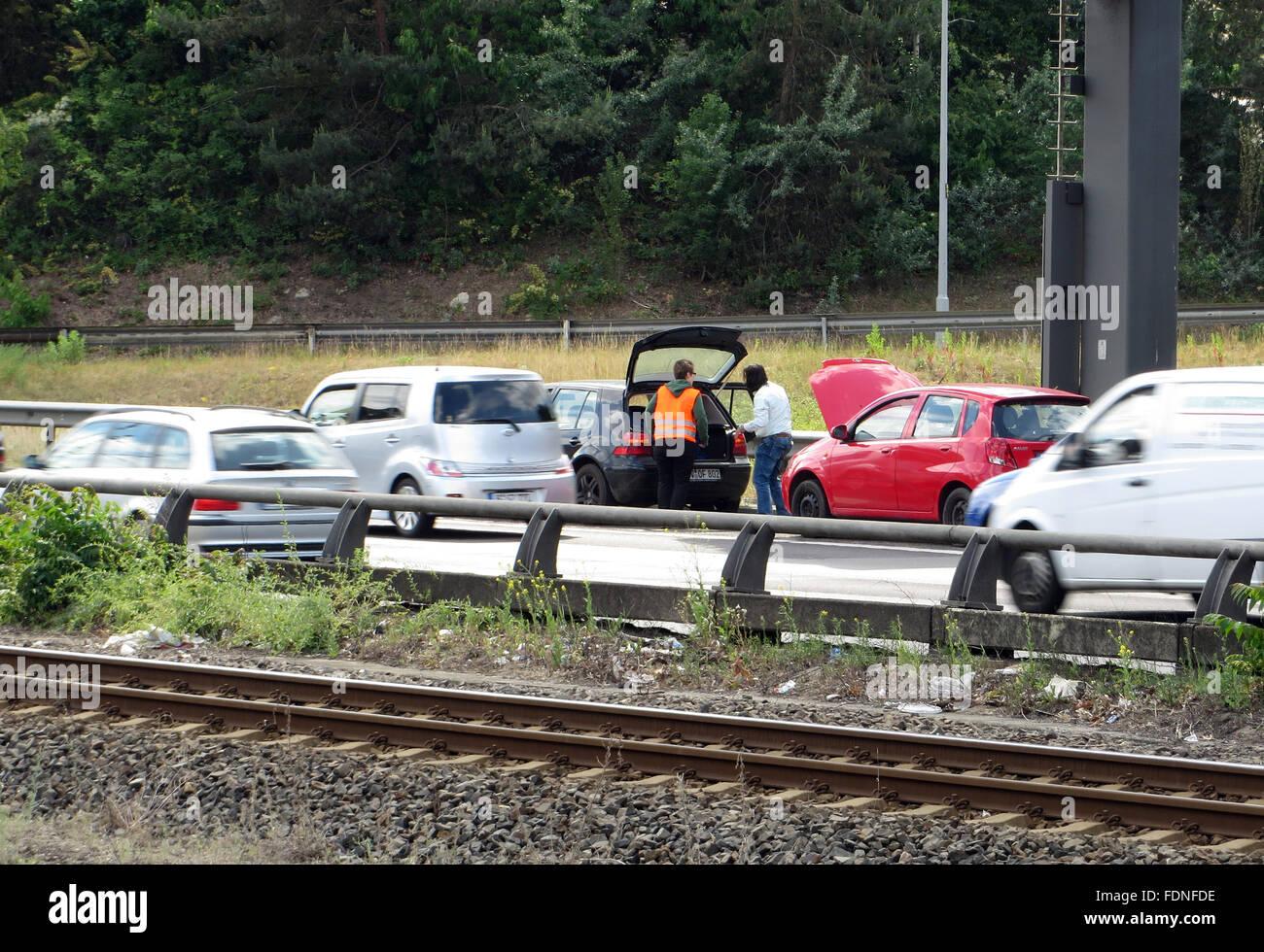 Berlin, Allemagne, panne de voiture sur l'autoroute A100 en hauteur Kaiserdamm Banque D'Images