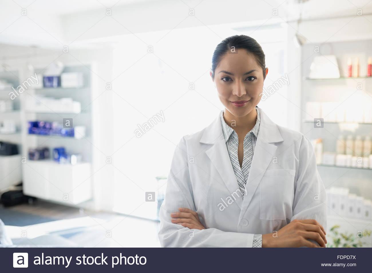 Portrait confident doctors office 25-29 ans Photo Stock