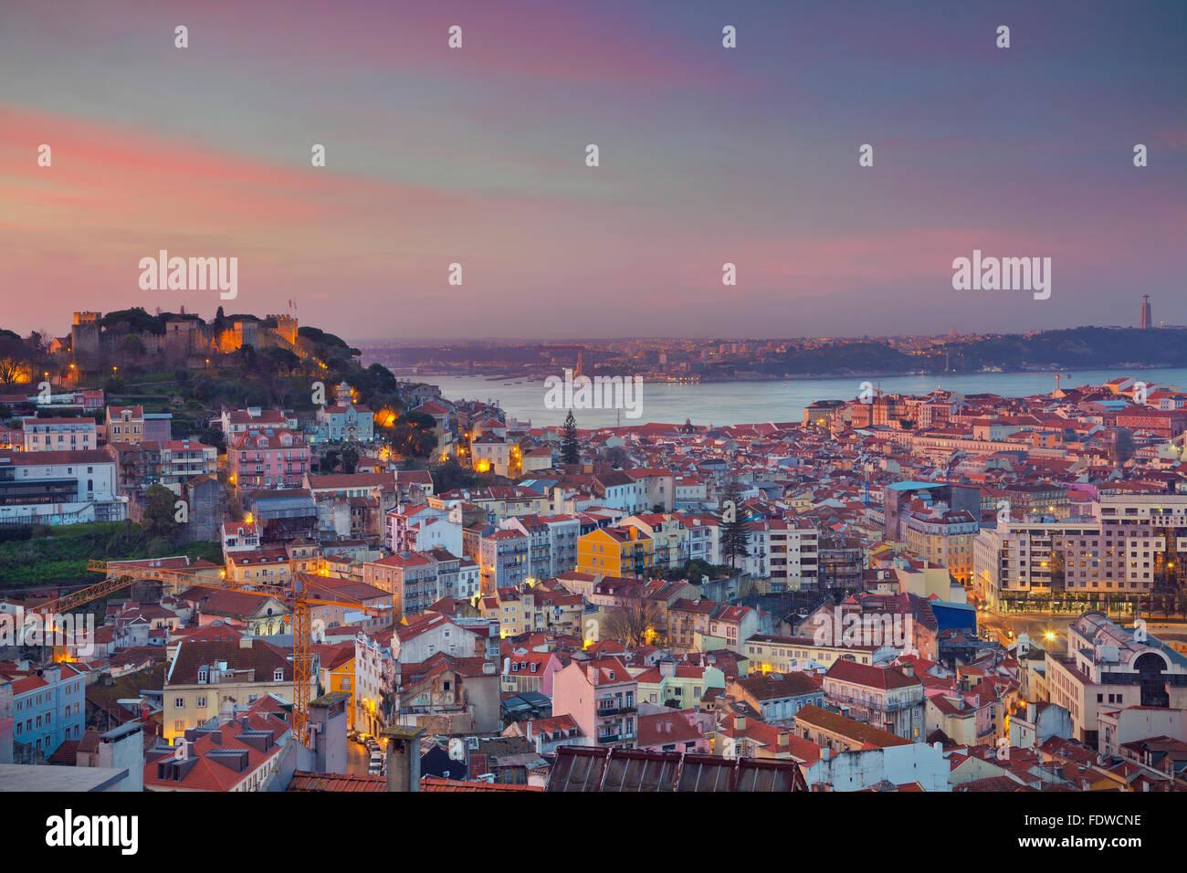 Lisbonne. Image de Lisbonne, Portugal pendant le lever du soleil spectaculaire. Photo Stock