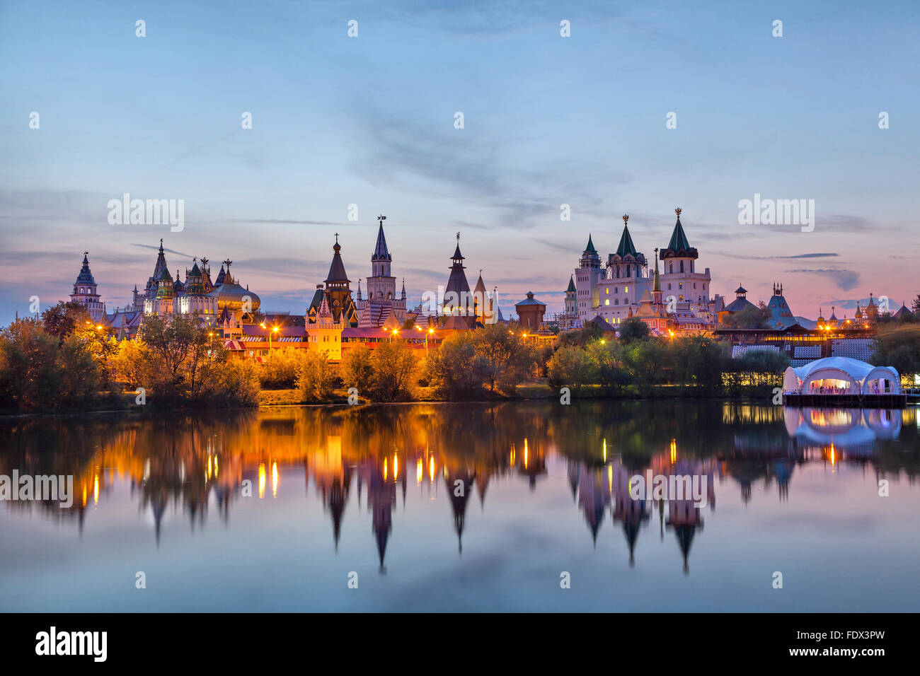 Izmaylovo Kremlin le coucher du soleil, Moscou, Russie Photo Stock