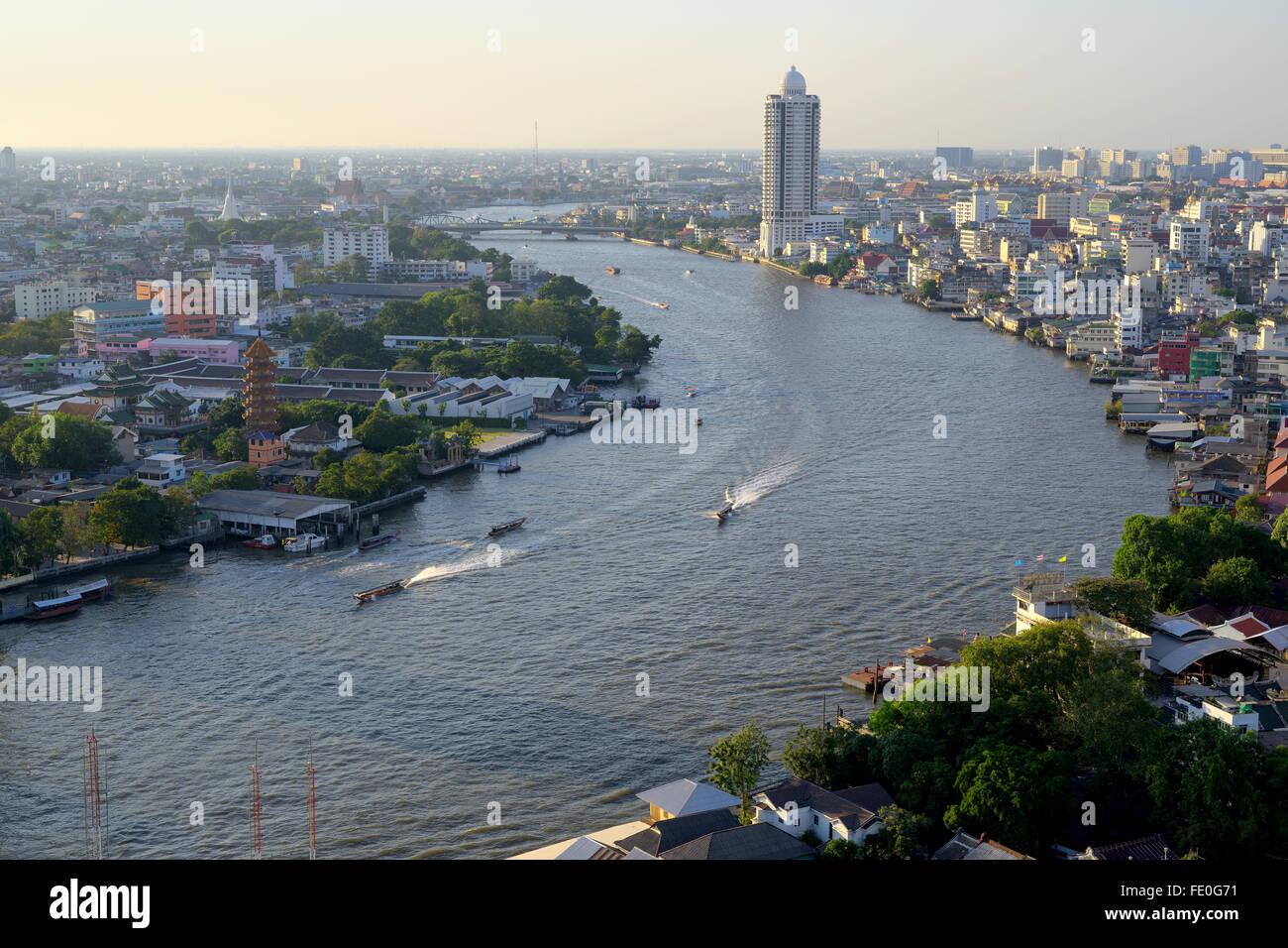 Vue sur la rivière Chao Phraya de point haut de Bangkok Photo Stock