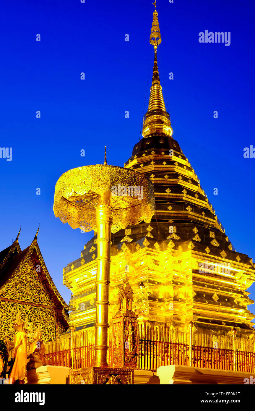 Chedi doré au Wat Phra That Doi Suthep, Chiang Mai, Thaïlande Photo Stock