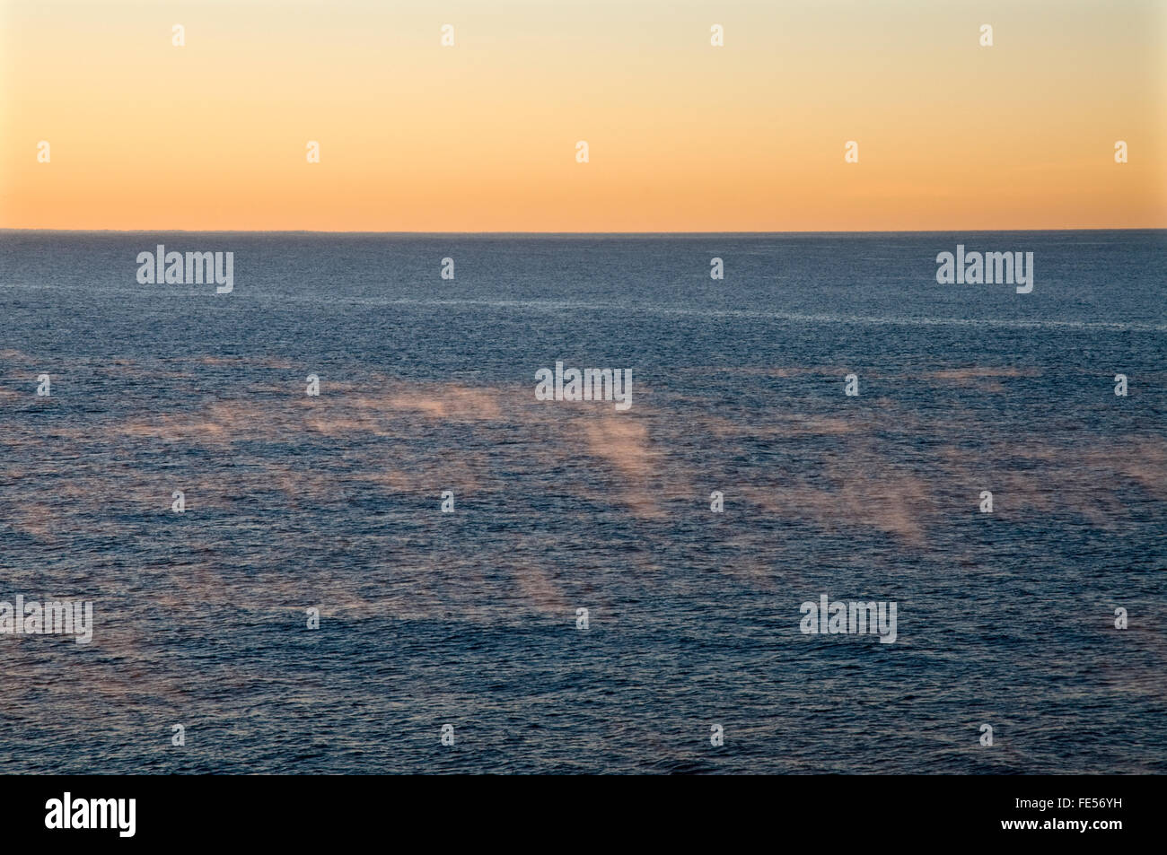 Mer, l'eau, l'horizon, le brouillard, la poussière, large, sans fin, Photo Stock