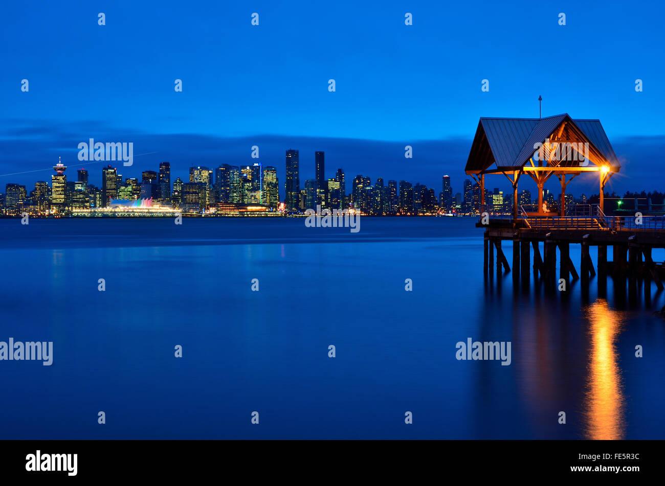 Vue de Lonsdale Quay Market sur Vancouver Skyline Photo Stock