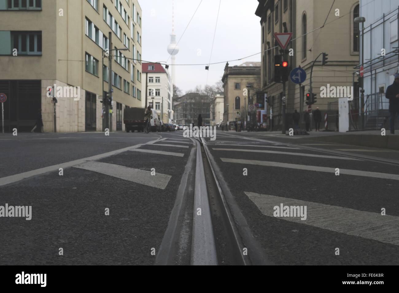 Le marquage routier sur route Photo Stock