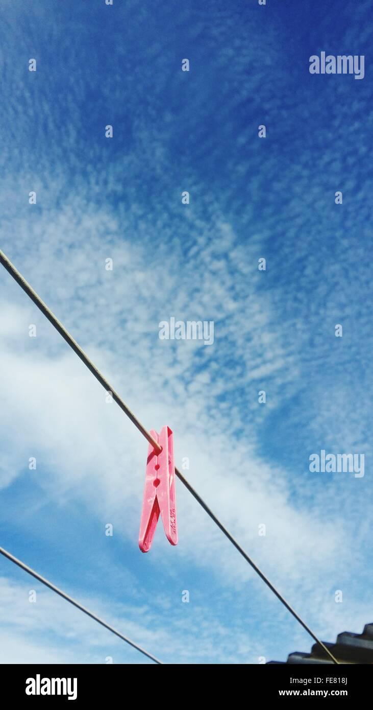 Clothespin sur corde Photo Stock