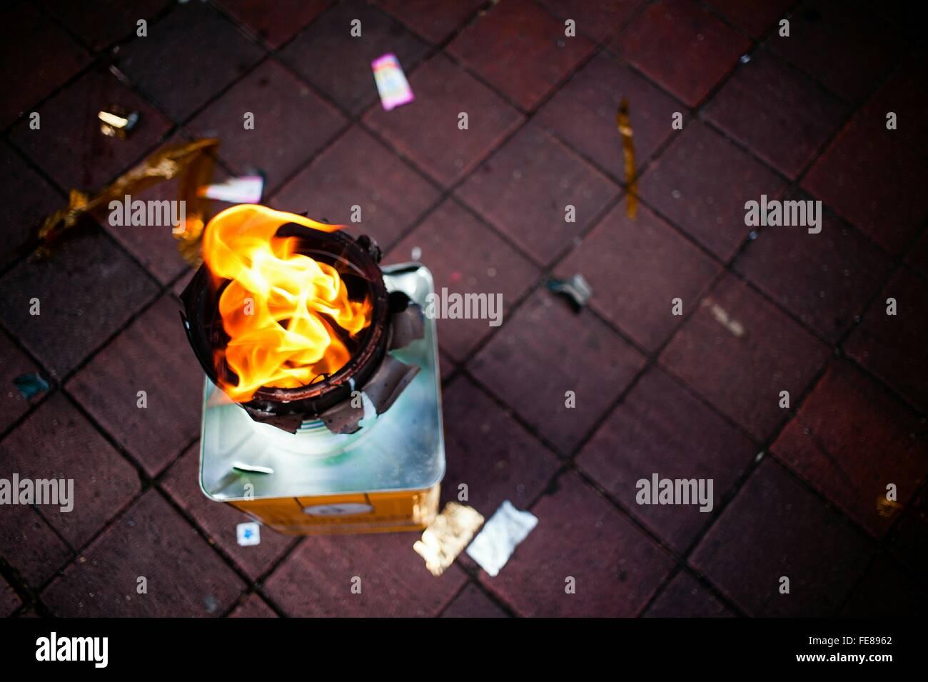 Tourné directement au-dessus d'une flamme nue Photo Stock
