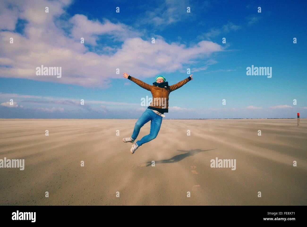 Toute la longueur de Carefree Woman On Beach Landscape Photo Stock