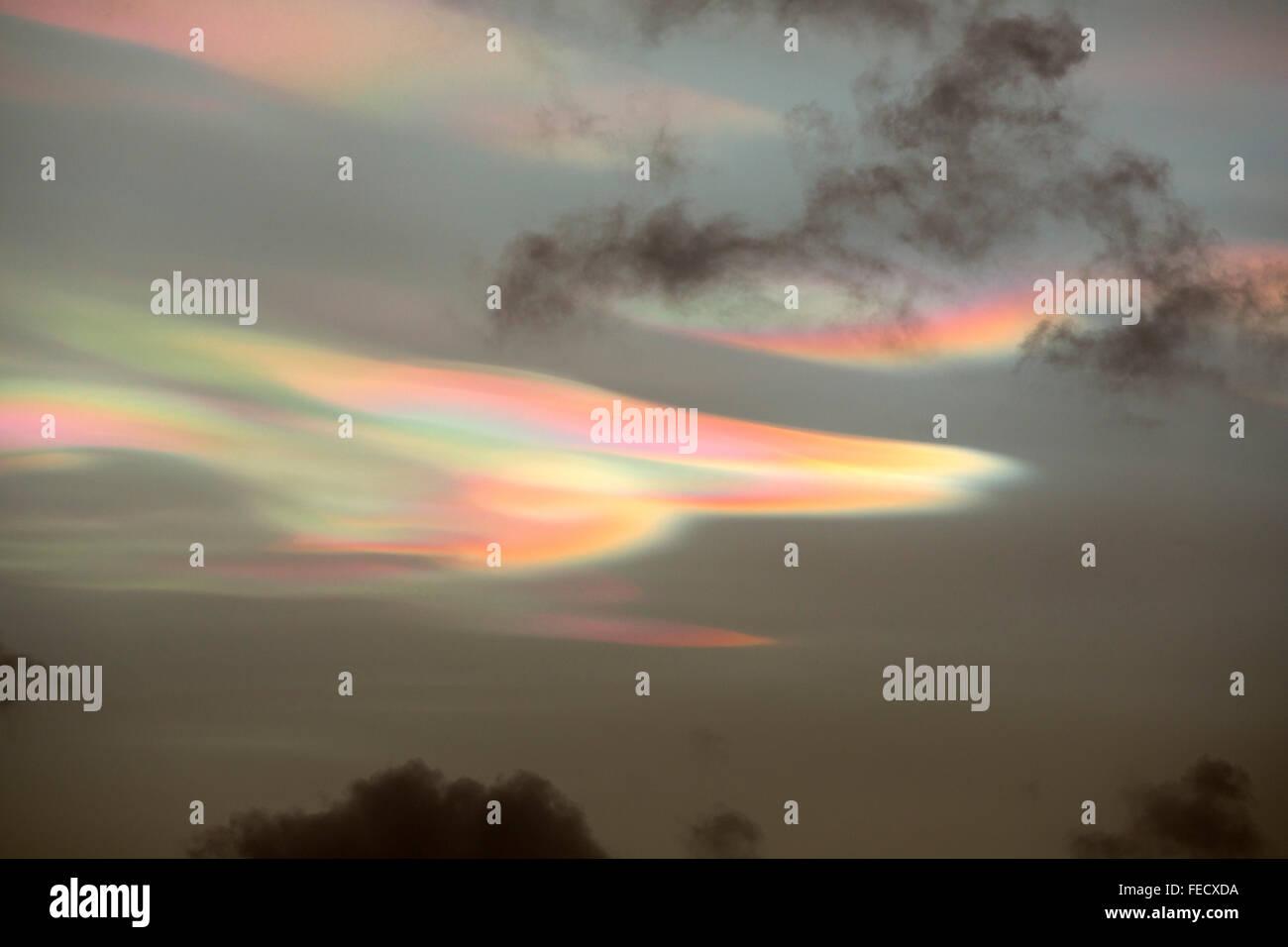Les effets d'éclairage bizarre en nuages nacrés au coucher de soleil sur Ambleside, causé par Photo Stock