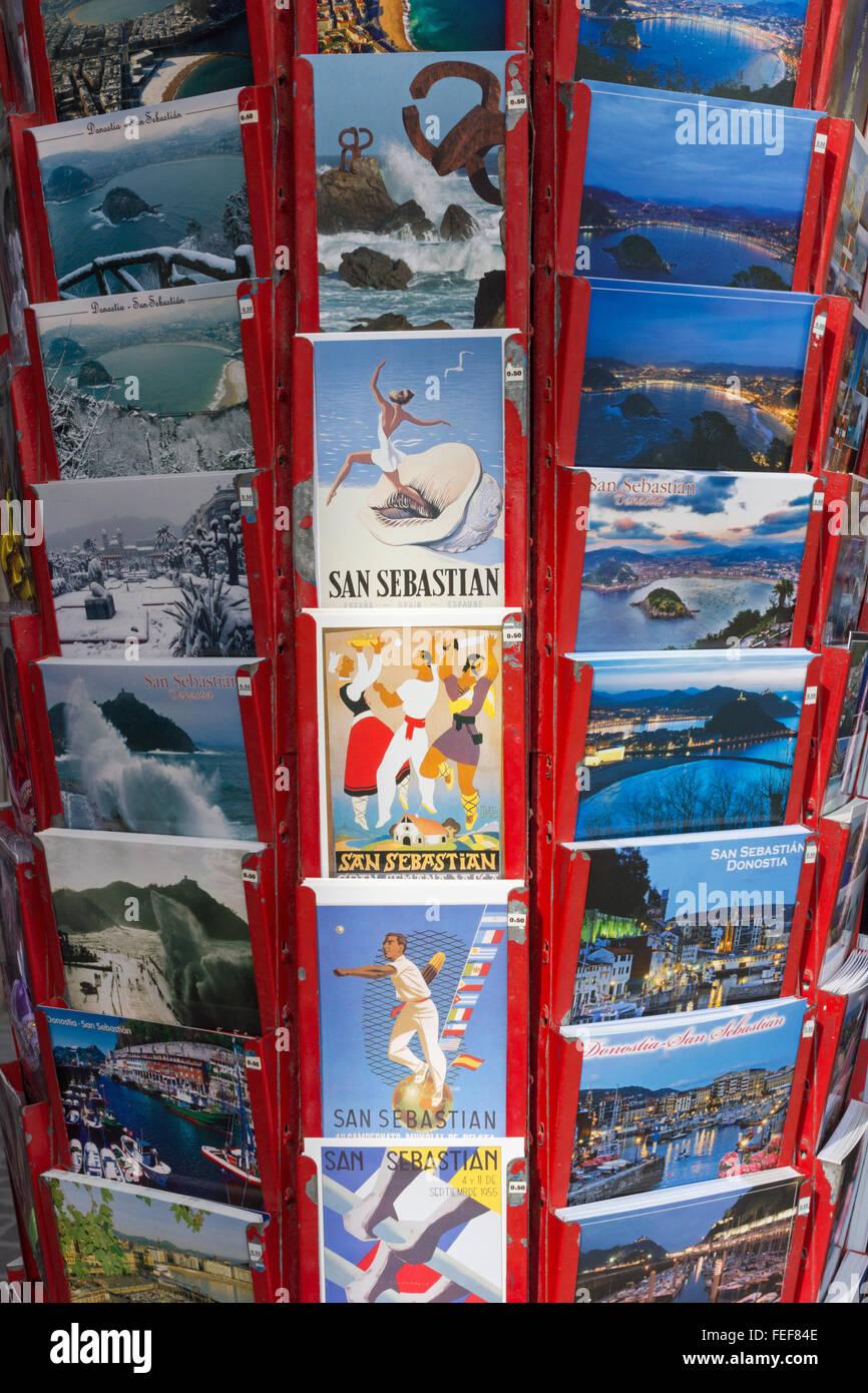 Cartes postales de San Sebastian, Donostia représentant des sports - aviron, semana vasca, danse, pelote basque Banque D'Images