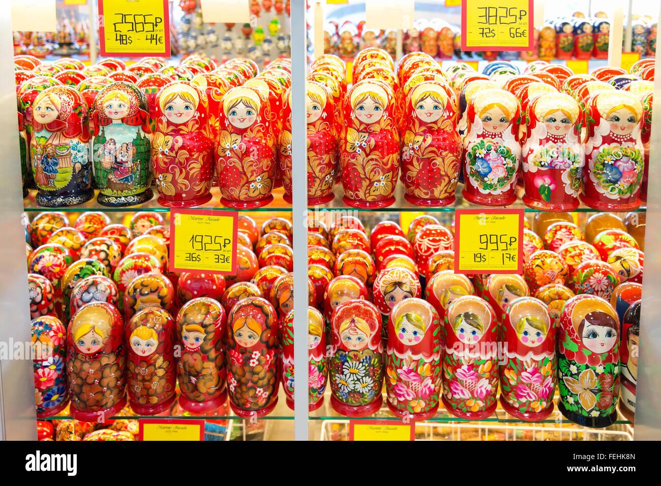 Poupées Matriochka russe souvenirs, Saint Petersburg, région nord-ouest, République de Russie Banque D'Images
