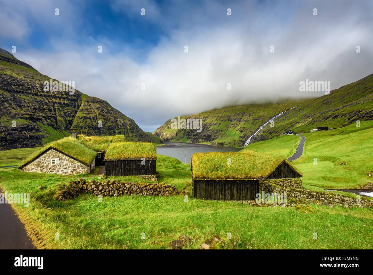 Village de Saksun situé sur l'île de Streymoy, îles Féroé, Danemark Photo Stock