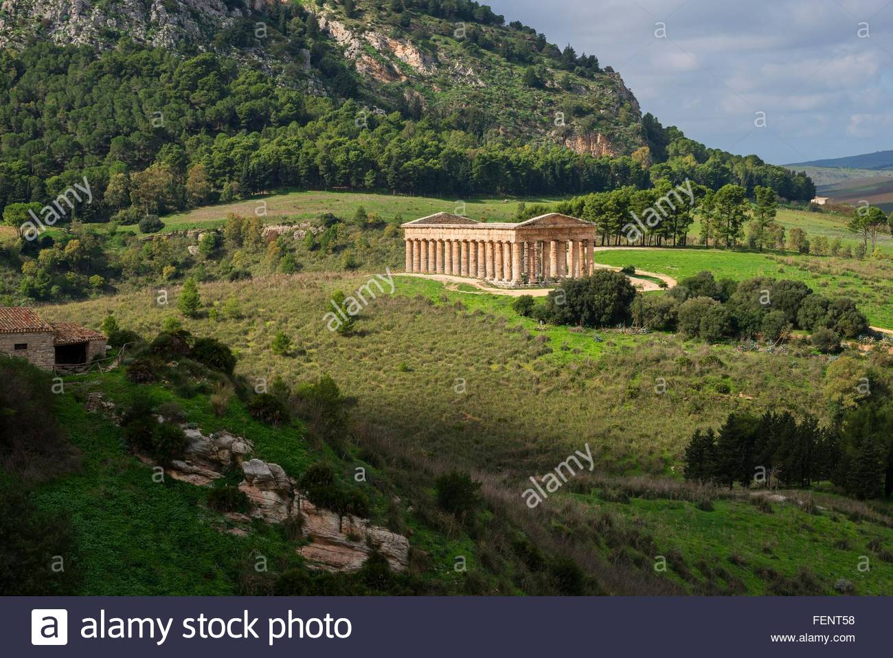 Paysage surélevée et temple de Ségeste, Segesta, Sicile, Italie Photo Stock