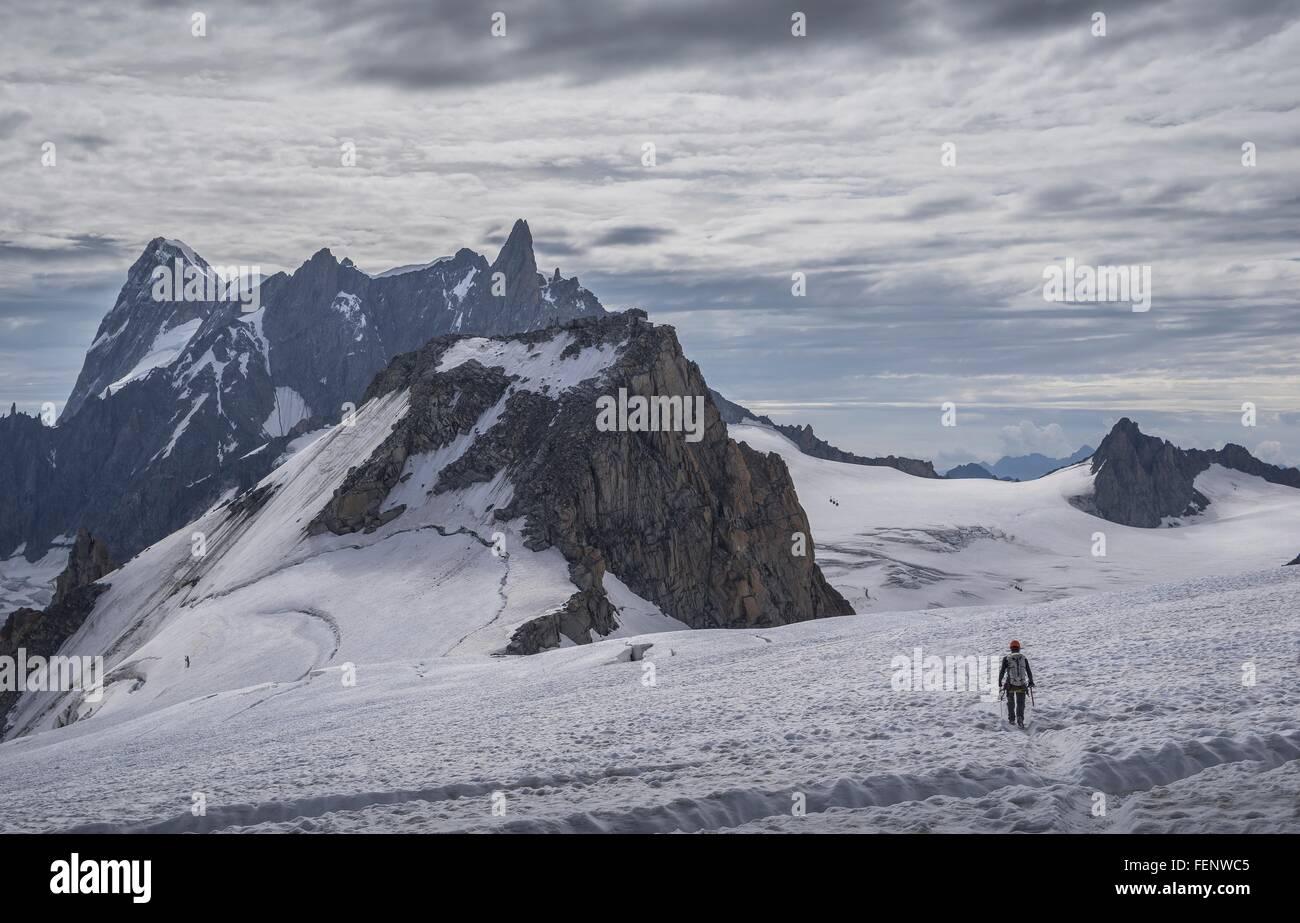 Climber sur glacier, Mer de Glace, Mont Blanc, France Photo Stock
