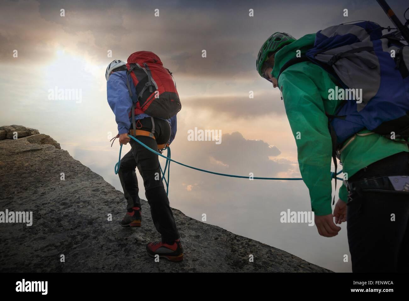Grimpeurs sur la crête de la montagne, Mont Blanc, France Photo Stock