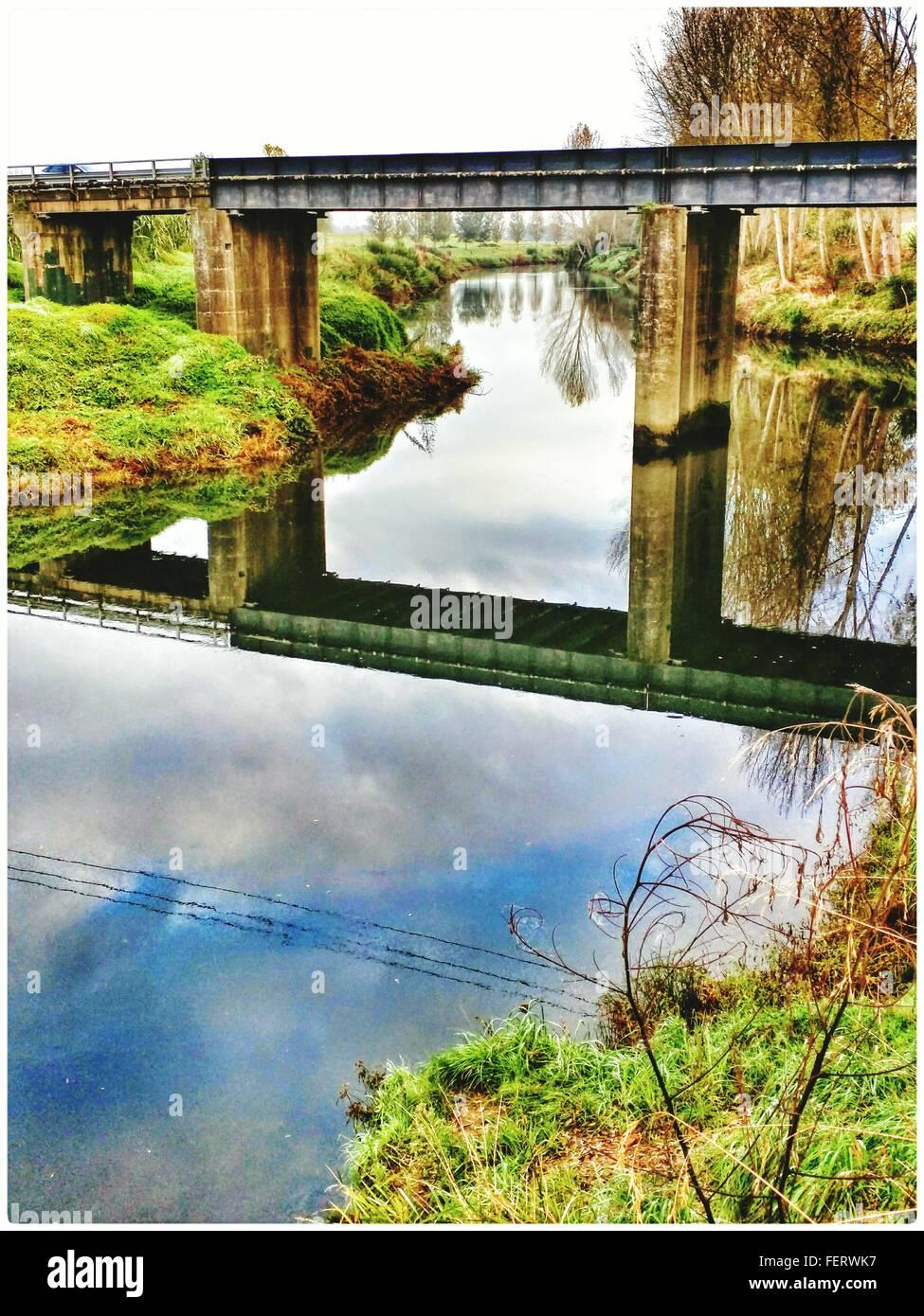Reflet de la rivière à pont Photo Stock