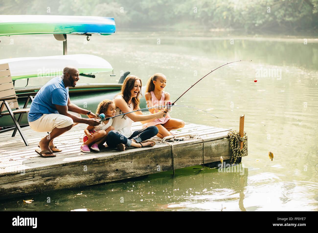 La pêche en famille dans la région de Lake Banque D'Images
