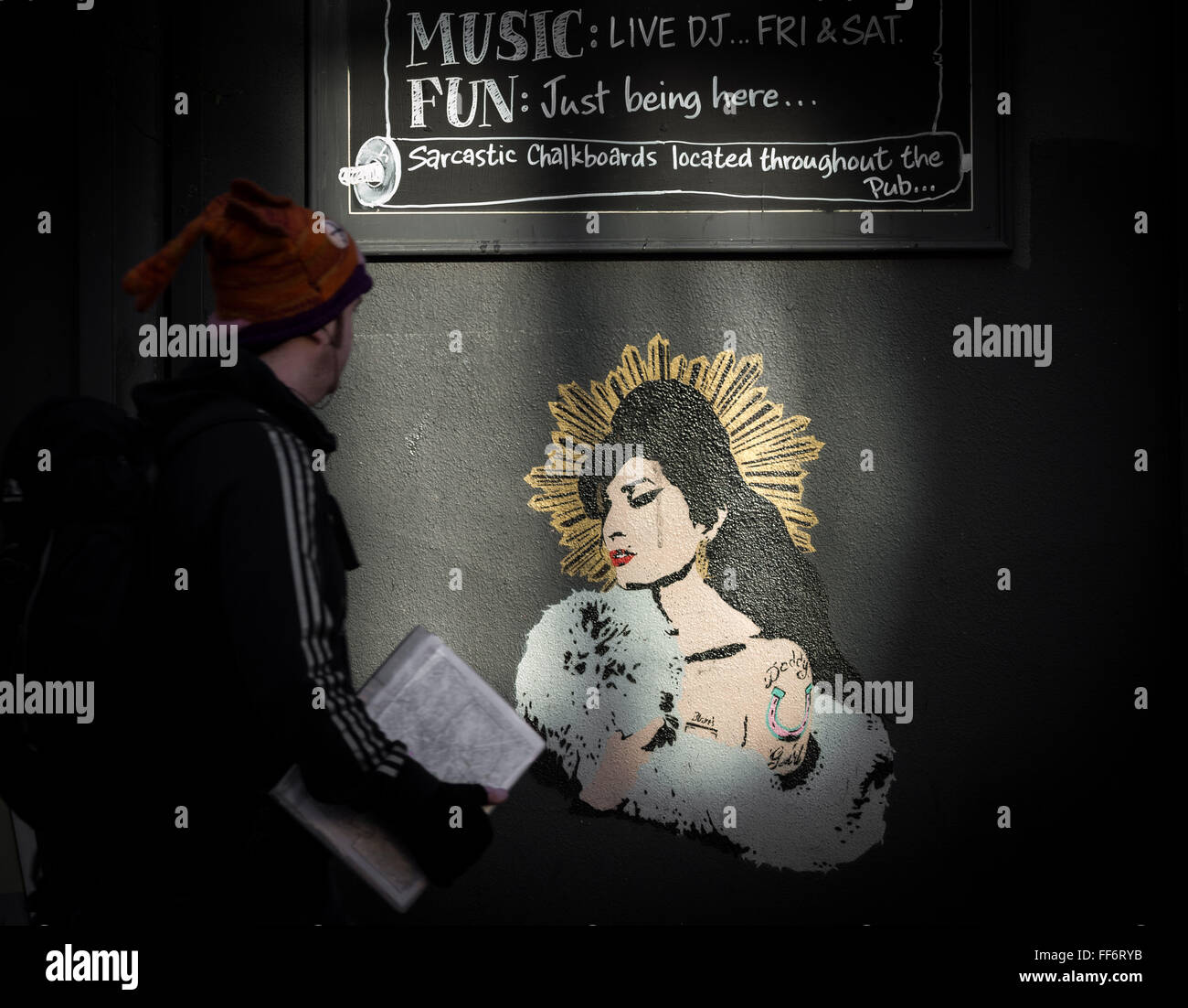 Londres, Royaume-Uni. 11 Février, 2016. Amy Winehouse murale sur mur de la Comte de Camden Road, pub, Camden Photo Stock