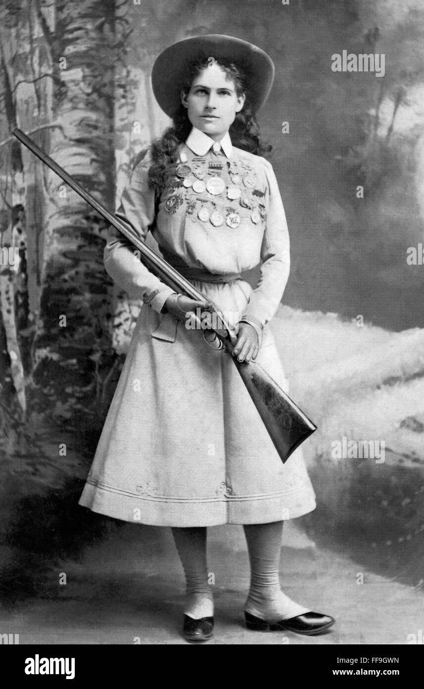 Annie Oakley, le célèbre tireur américain c.1899 Banque D'Images
