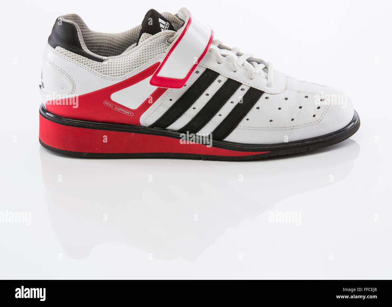 Haltérophilie Blanc Chaussures Fond Sur Reflet Un Adidas Avec TlFJK1c