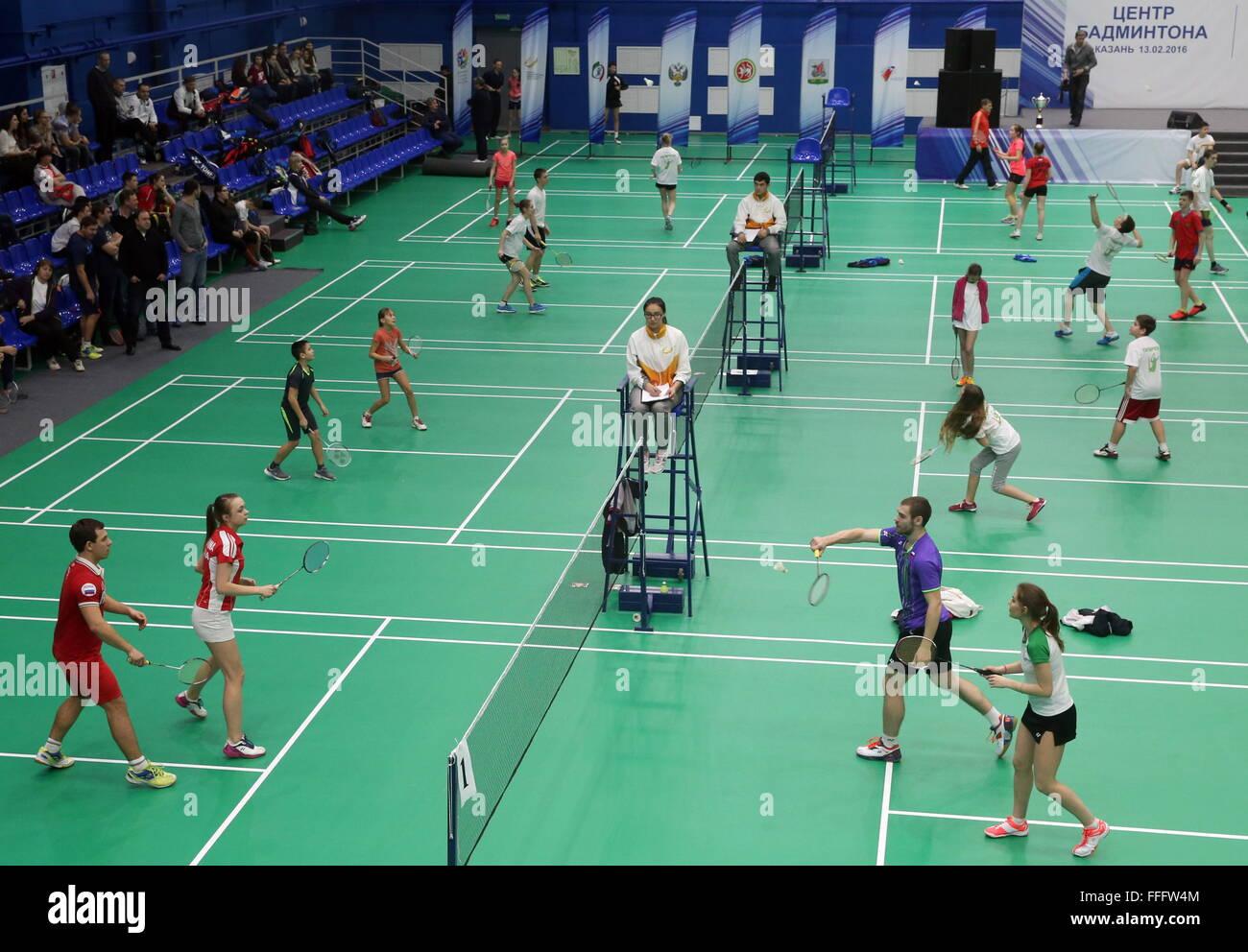 Kazan, Russie. Feb 13, 2016. Les participants à une compétition de badminton qui a eu lieu dans le cadre Photo Stock