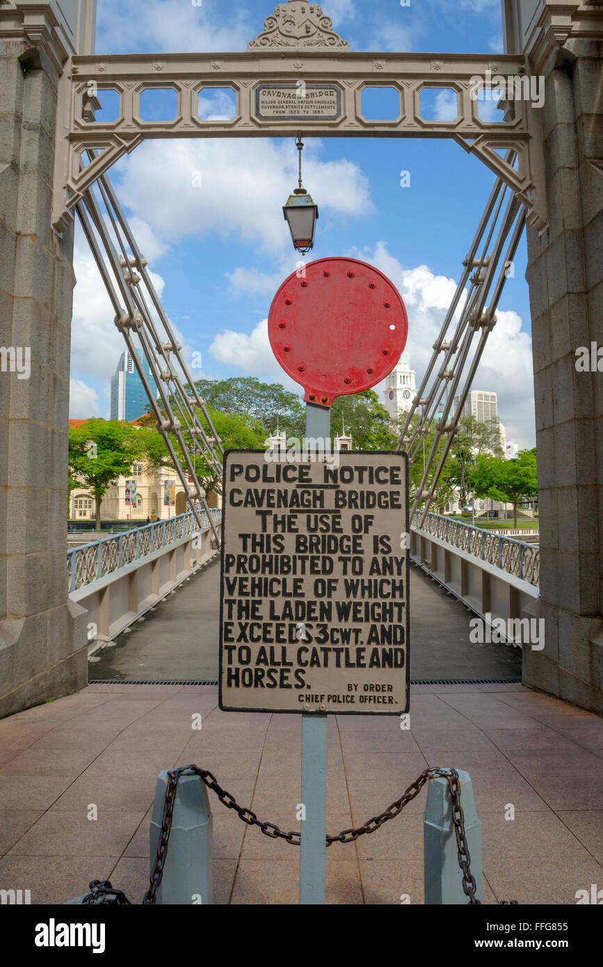 Cavenagh Bridge et le poids minimal, Singapour Photo Stock