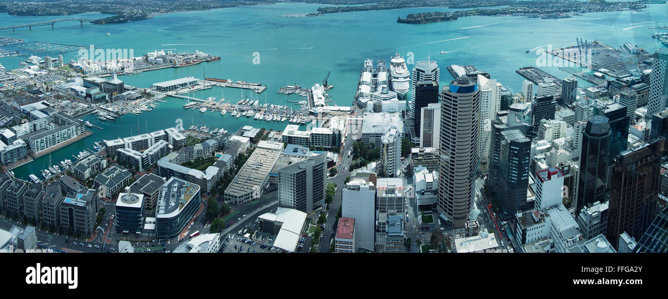 Le port d'Auckland Vue de la Sky Tower, tous les logos déposés pour l'utilisation commerciale. Banque D'Images