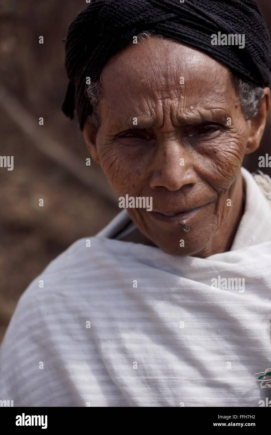 Une vieille dame d'Éthiopie. Photo Stock