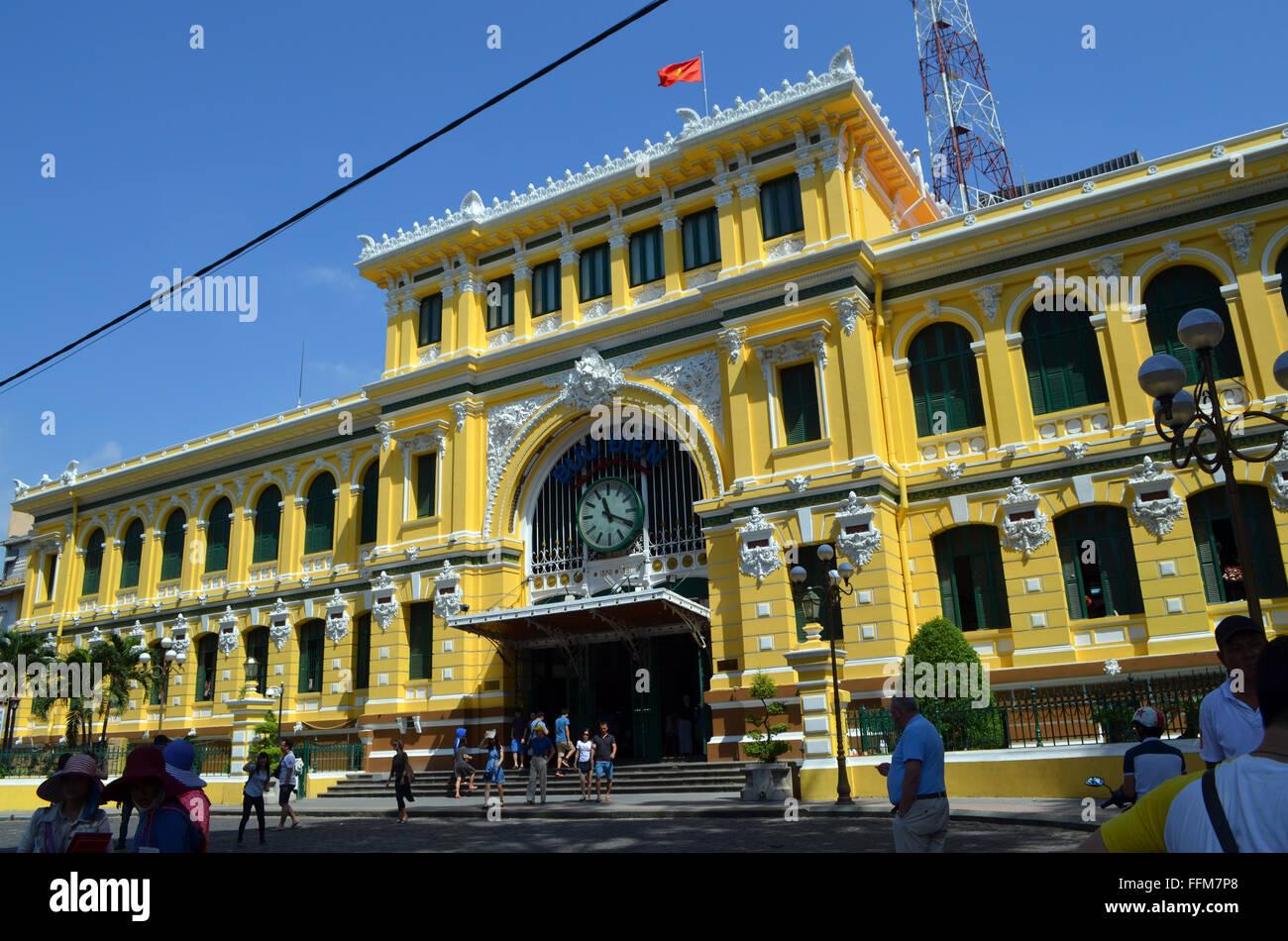 Saigon vietnam. le bureau de poste près de la cathédrale une