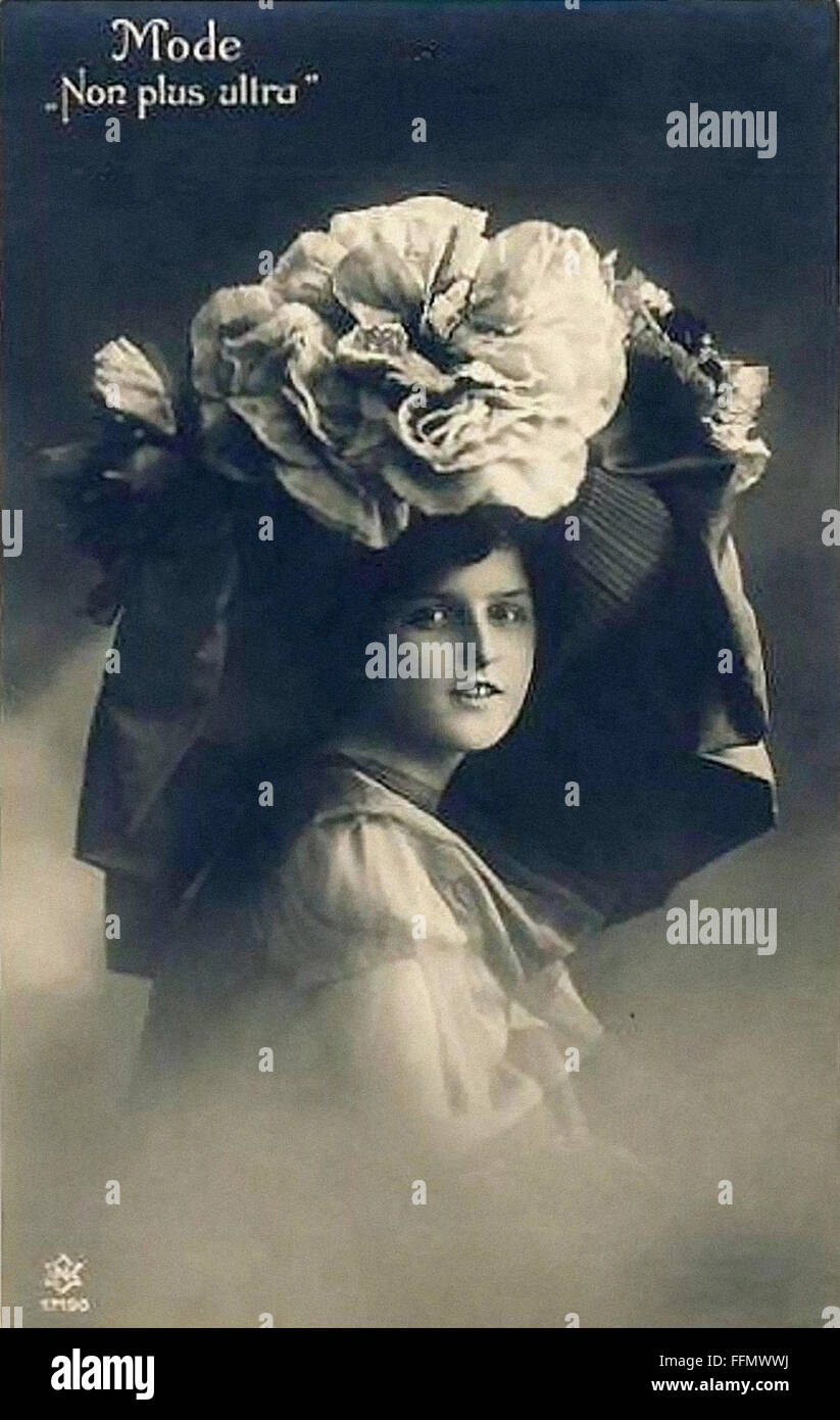 - Mode d'énormes hat - Belle Époque - Vintage Postcard - 1900 Photo Stock