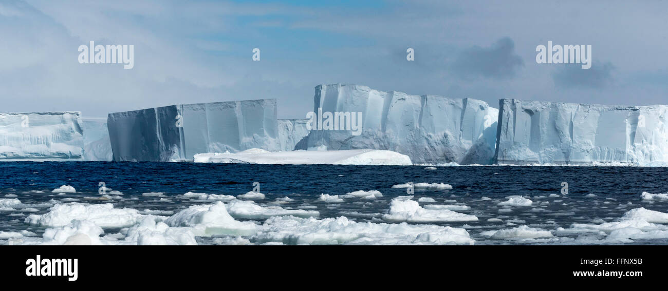 Le B15Y Iceberg tabulaire dans la péninsule Antarctique Photo Stock