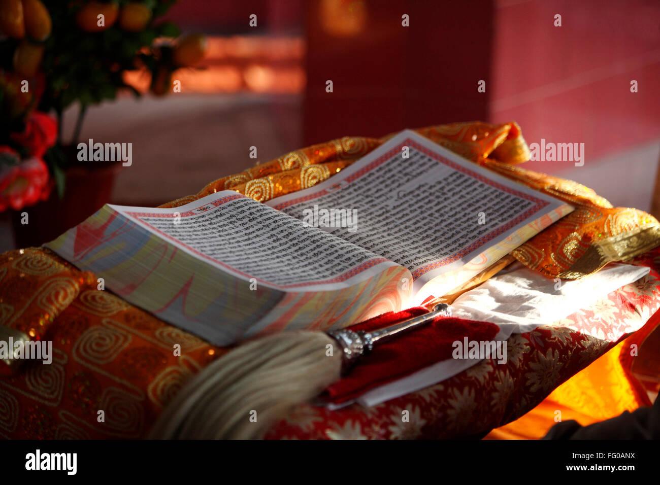 Lintérieur Saint Guru Granth Sahib Guru Tegh Bahadur Sahib