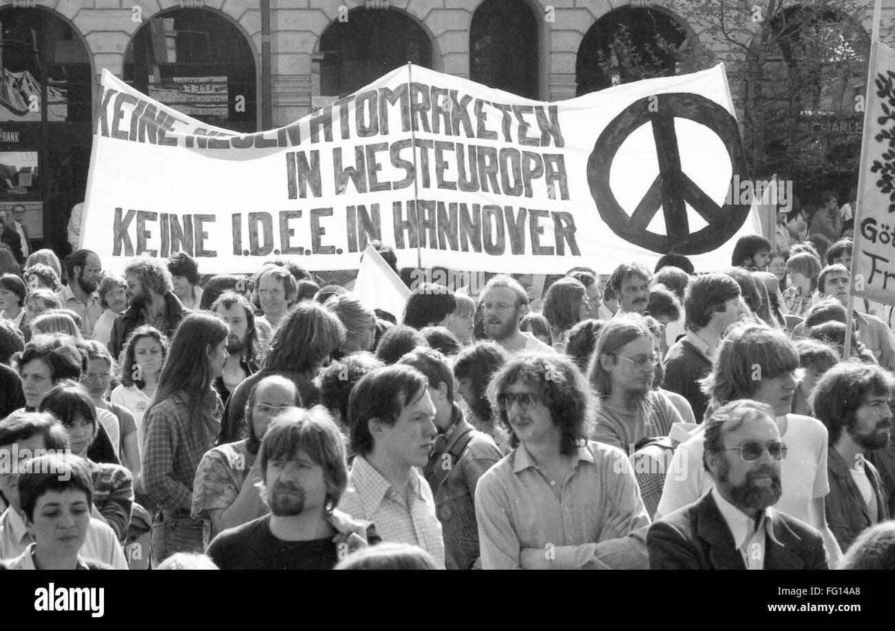 20.000 manifestants, appelé par le mouvement de la paix, le SPD et les autres organisations démocratiques Photo Stock
