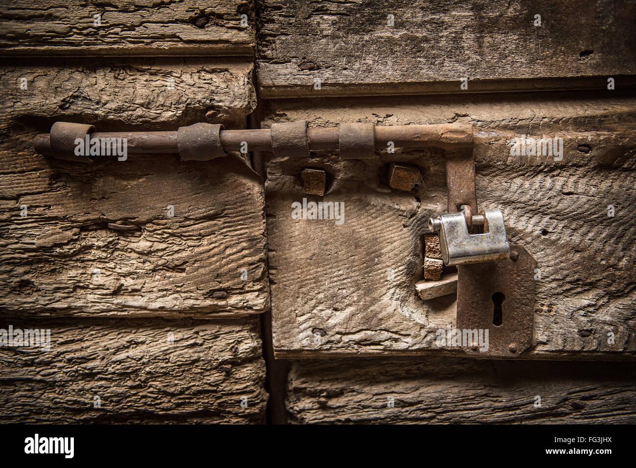 Ancienne serrure sur une porte Photo Stock
