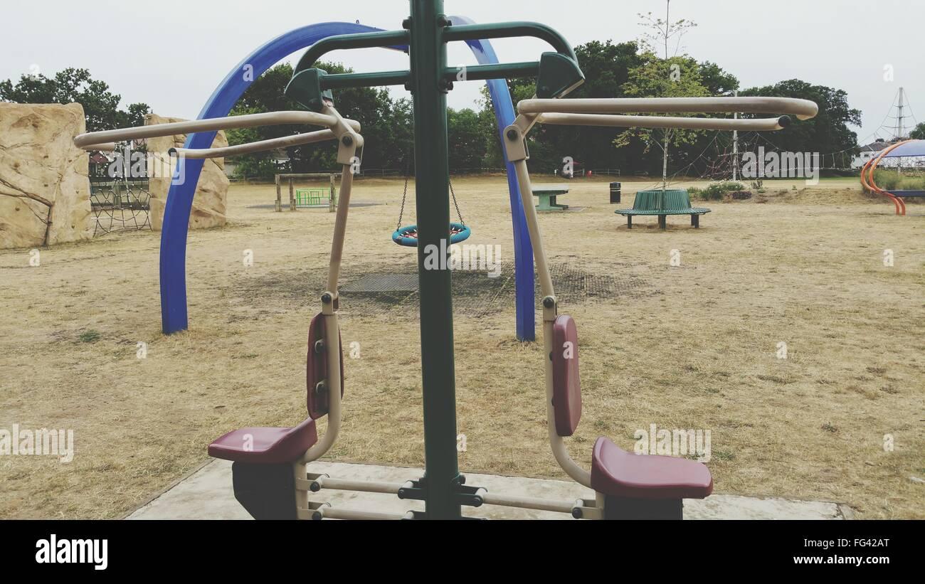 L'équipement d'exercice dans la région de Park Photo Stock
