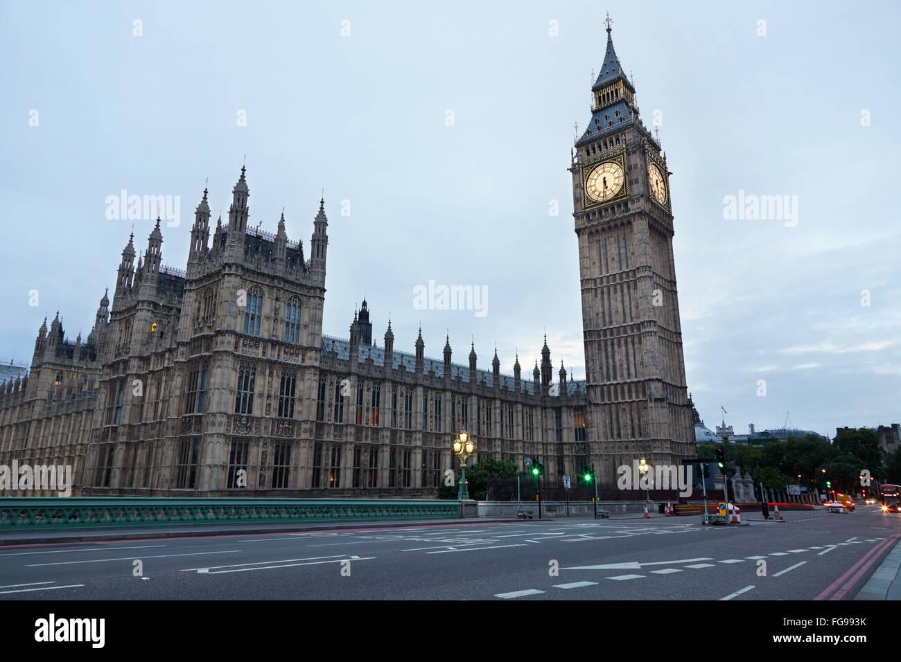 Big Ben et du palais de Westminster, au petit matin à Londres, personne, couleurs et lumières naturelles Photo Stock