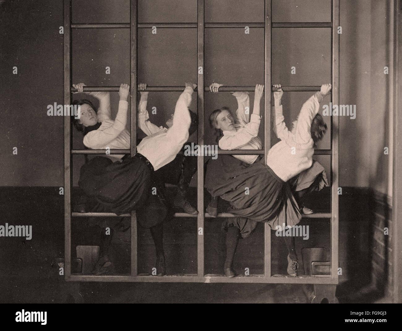 Girl high school la gymnastique, 1893 Photo Stock
