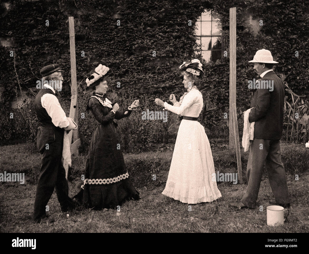 Les femmes en boxe de jupes et de chemisiers pour femmes Photo Stock