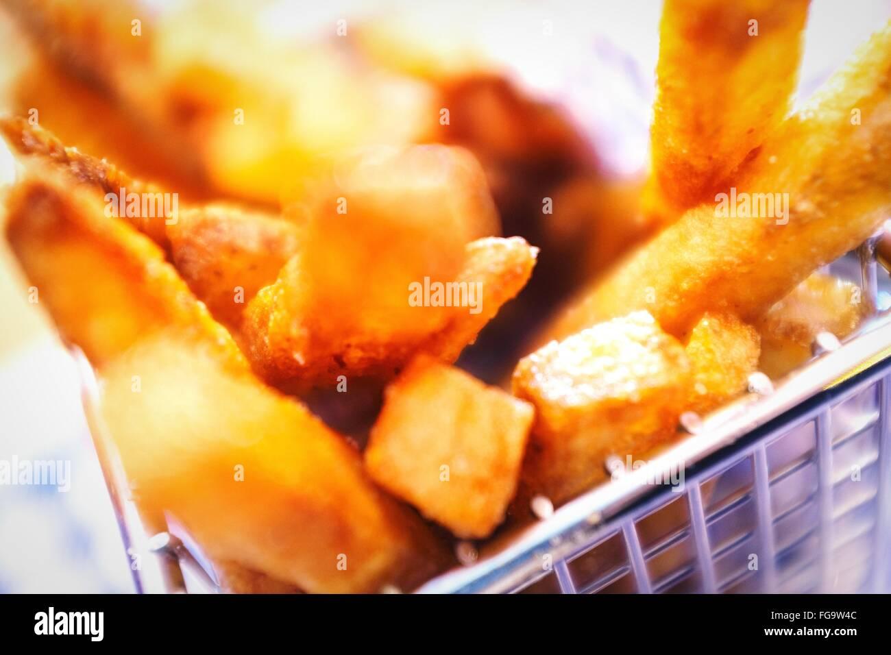 Plan de frites dans le récipient Photo Stock