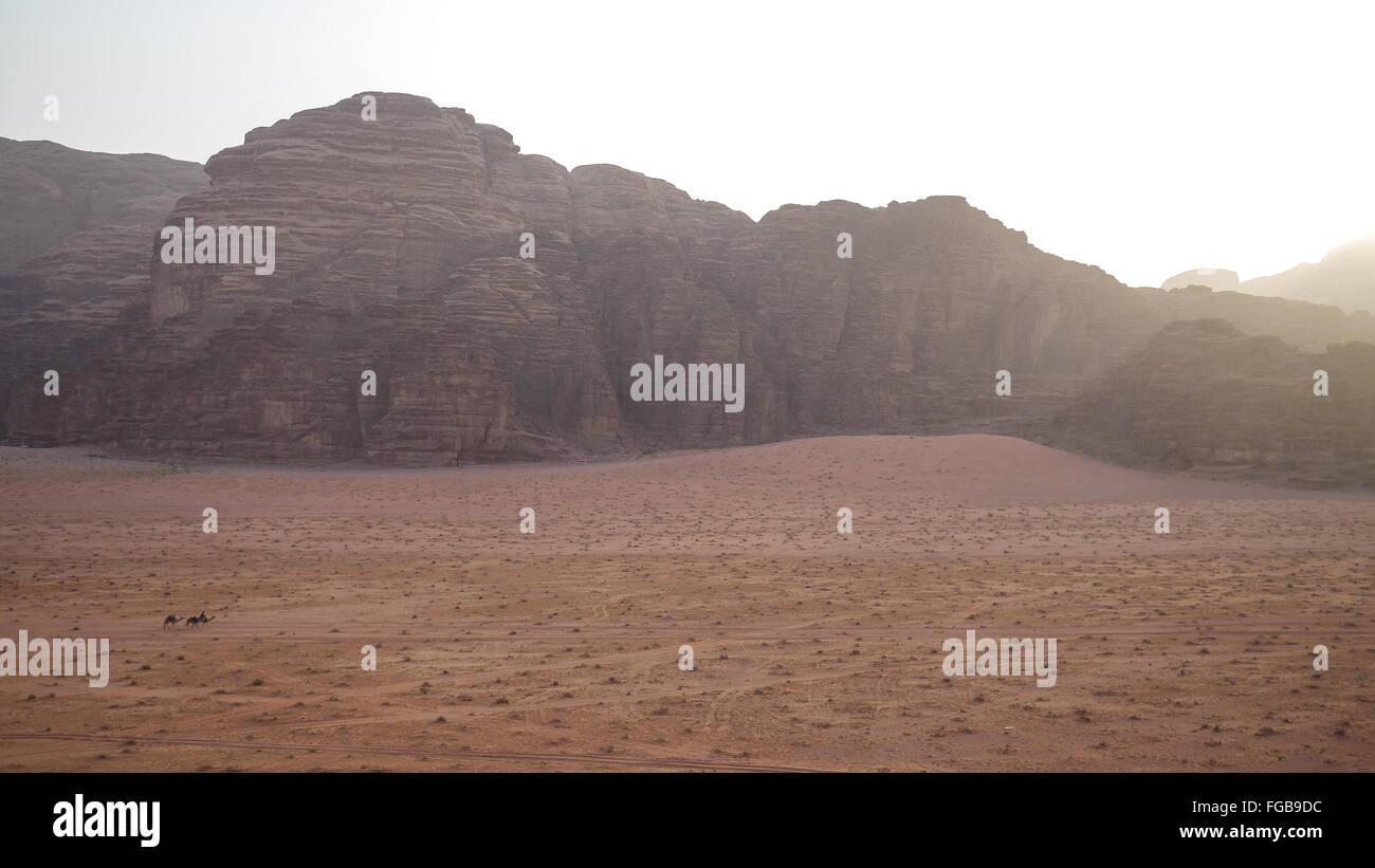 Vue panoramique des montagnes Rocheuses à Wadi Rum Photo Stock