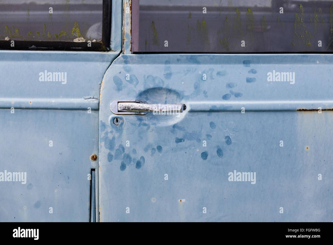 Des empreintes digitales sur une vieille Morris Minor. Photo Stock