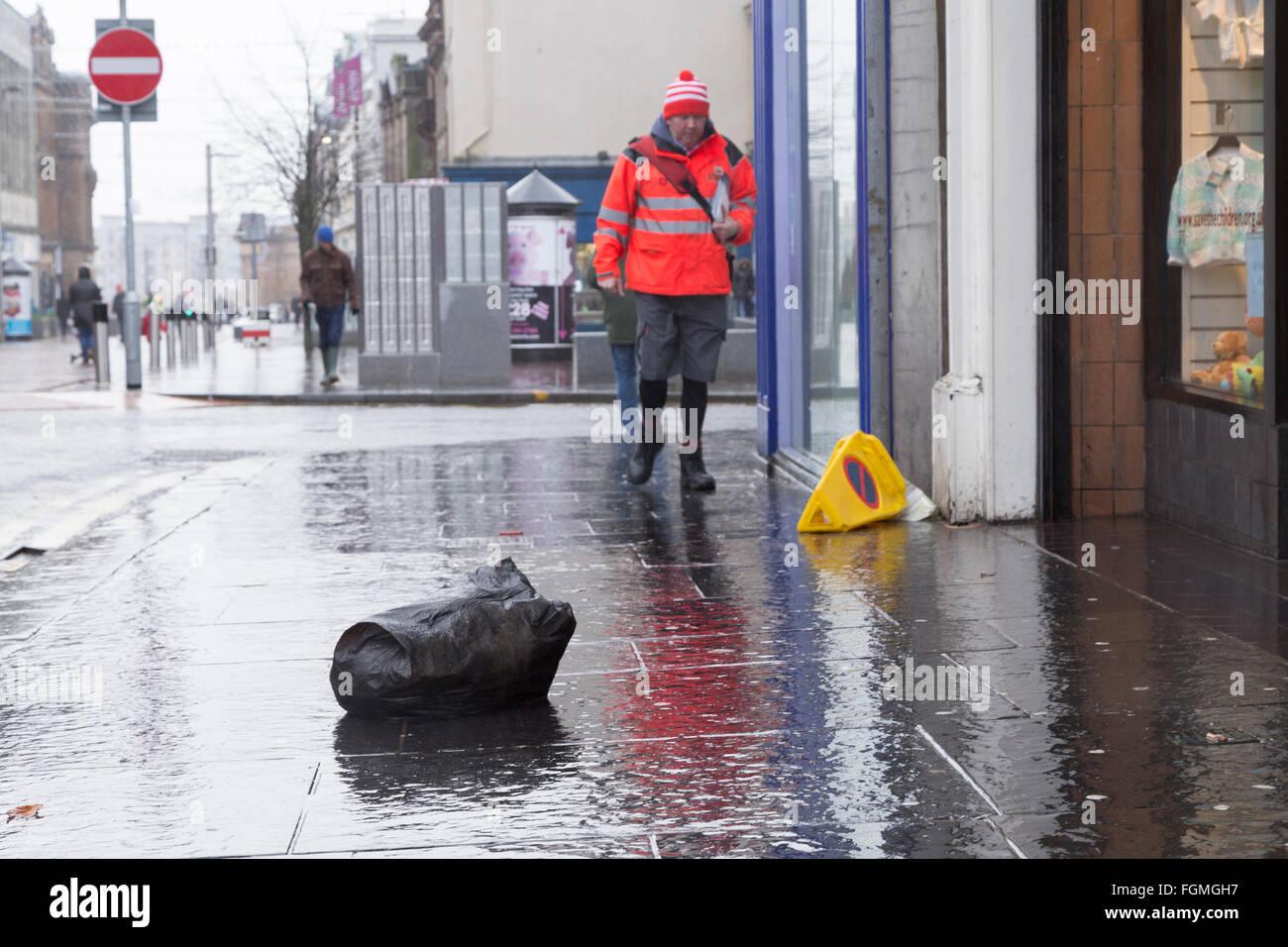 Détritus sur High Street à Paisley, 26/01/2016 Banque D'Images