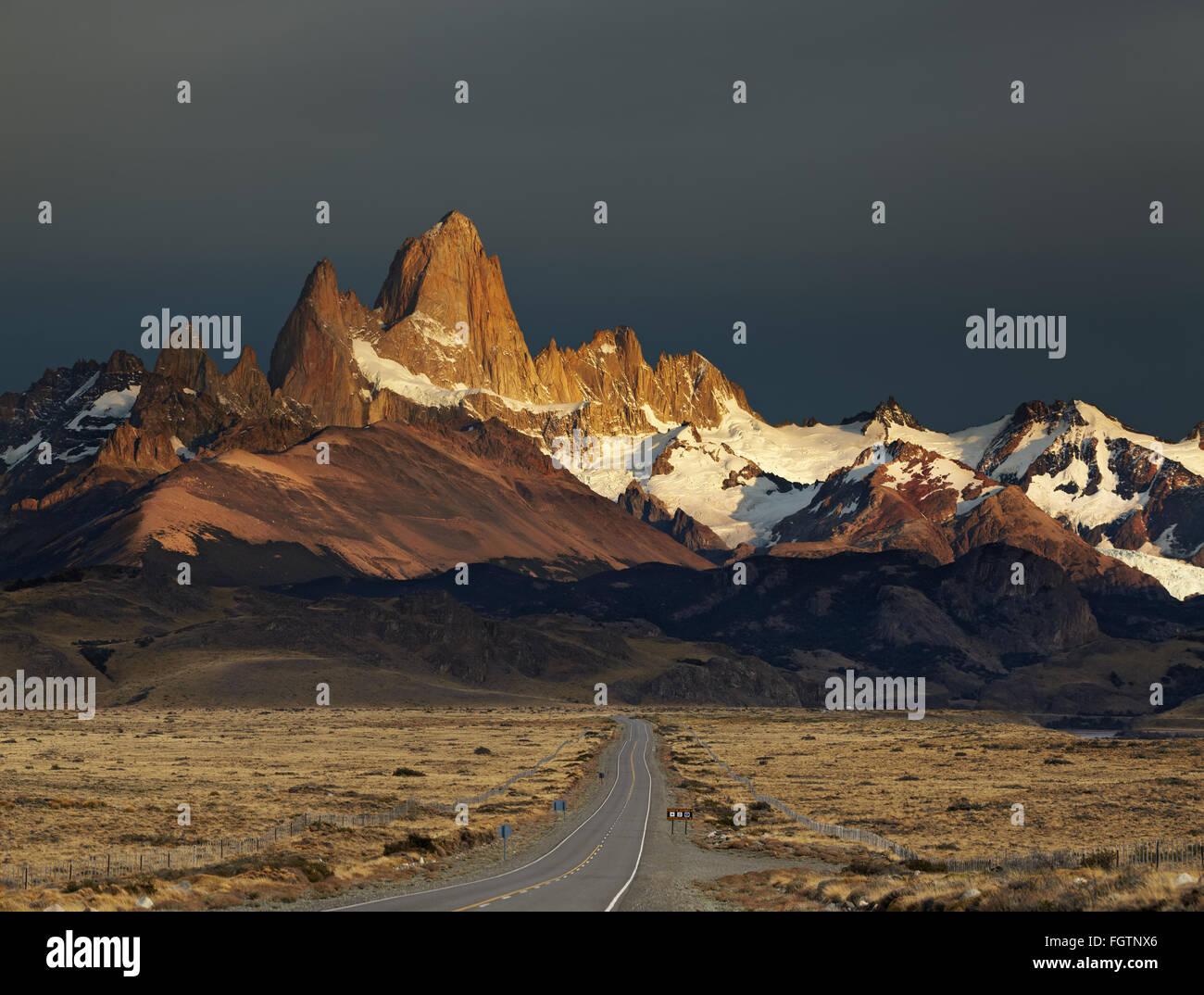 Le mont Fitz Roy au lever du soleil. Le Parc National Los Glaciares, Patagonie, Argentine Photo Stock