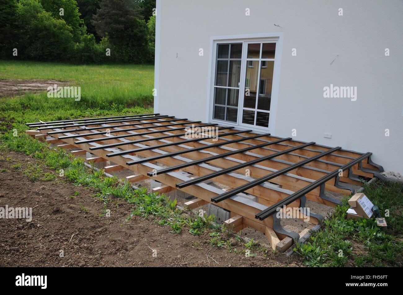 La Construction Du0027une Terrasse En Bois Photo Stock