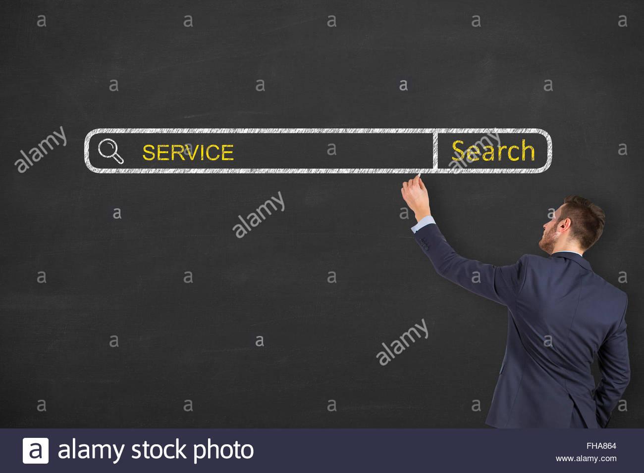 Moteur de recherche de Service on Chalkboard Photo Stock