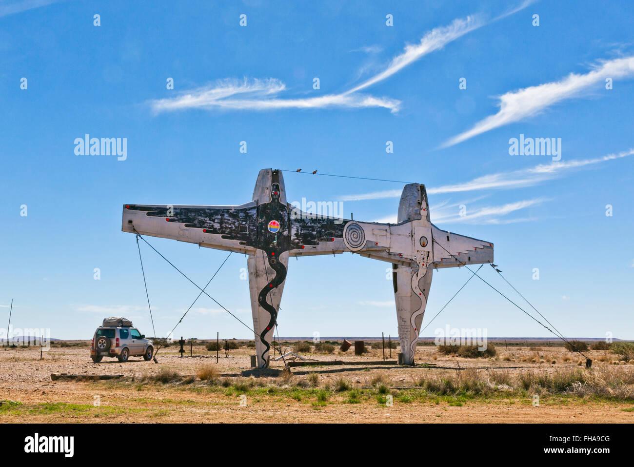 Parc de sculptures, Mutonia Alberrie Creek, Oodnadatta Track, 'avion' Henge instalations par Robin 'Mutoid' Photo Stock