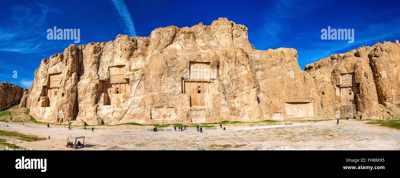 Anciennes tombes de rois Achéménides à Naqsh-e Rustam en Iran Photo Stock